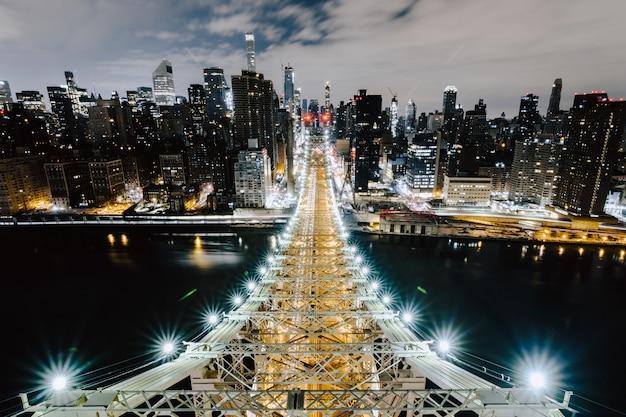 Мост квинсборо и красивые здания нью-йорка