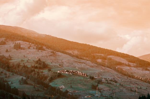 イタリアのフェネストレルの砦からのすばらしい眺め