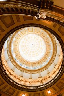 教会の内部天井デザイン