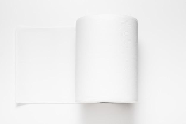 ペーパータオルの白い大きな大きなロール