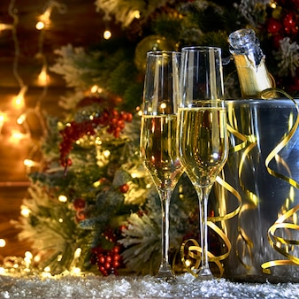 シャンパンでクリスマスの素朴な背景