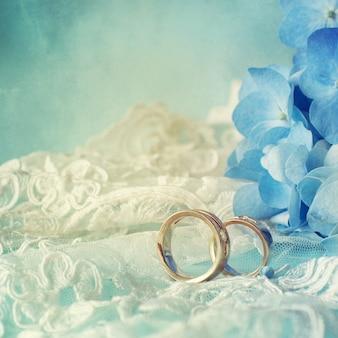 Гортензия цветок с обручальными кольцами