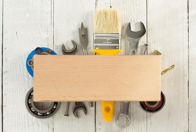 Набор инструментов и инструментов по дереву