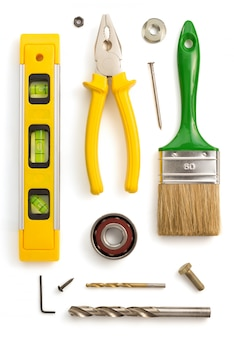 Набор инструментов и инструментов на белом