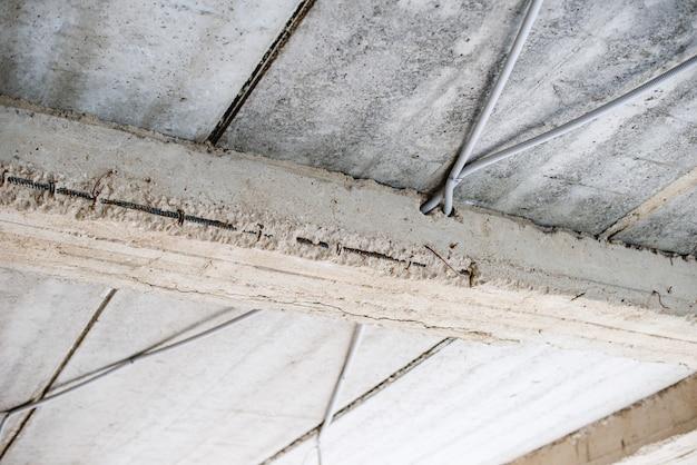 電気ホース付きコンクリート屋根の写真