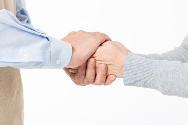 Закрыть рукопожатие между пожилыми парами
