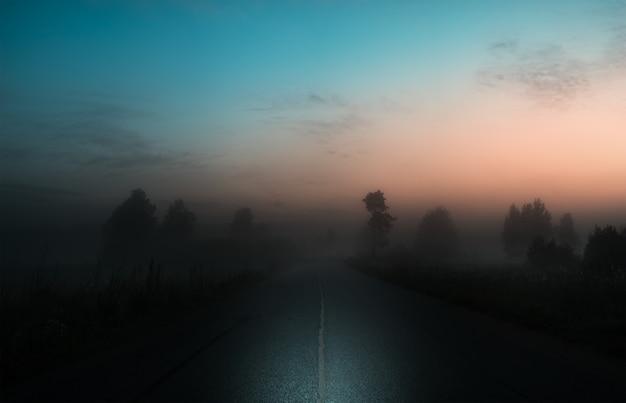 霧の道、夏の白い夜
