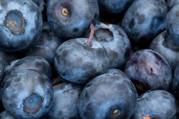Черника свежие голубые ягоды