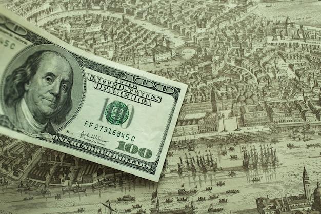 Сто долларов на карте