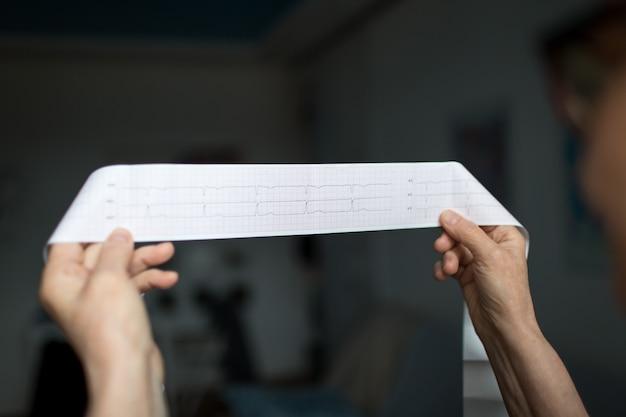 紙心電図心臓リツムカーディオ