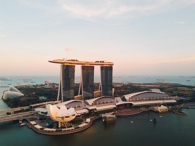 シンガポール、マリーナベイサンズの高級ホテル。空撮。