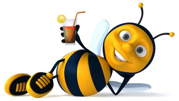 Весело иллюстрированная пчела держит стакан сока
