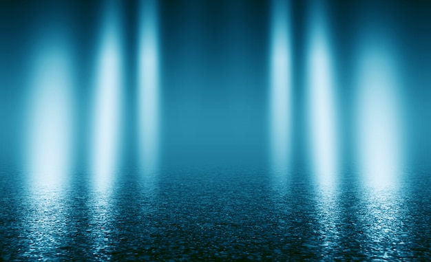 Синяя стена с декоративной штукатуркой. дым, смог, прожектор