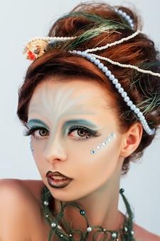 Макро портрет рыжая русалка с творческим макияжем