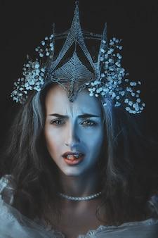 Принцесса с белыми цветами