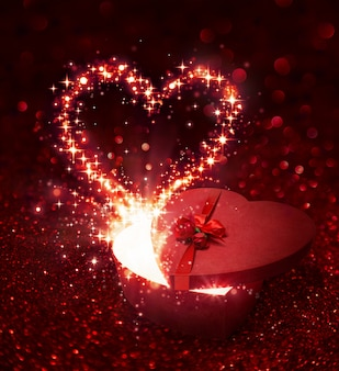 Подарок ко дню святого валентина - со сверкающим сюрпризом