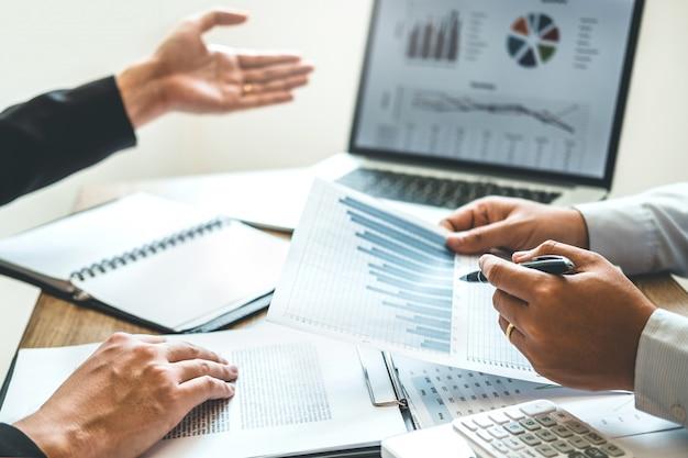 共同作業ビジネスチーム会議計画戦略分析投資と節約