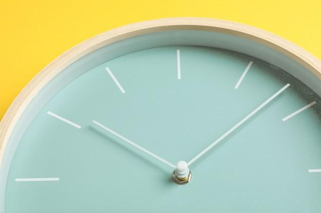 大きく美しいスタイリッシュな時計、テキスト用のスペース