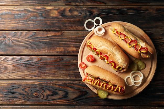 木材においしいホットドッグと組成