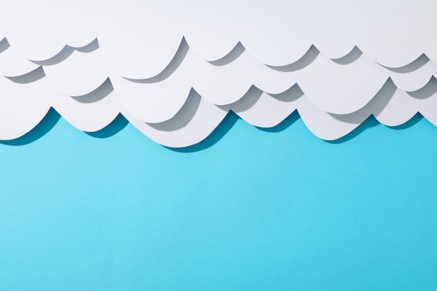 青い表面の紙雲
