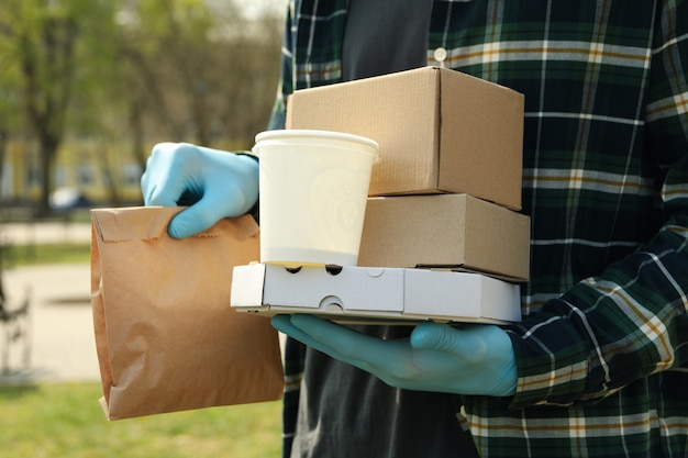 医療用手袋の宅配便は持ち帰り用の食品を配達します