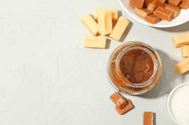 塩キャラメルとキャンディースペースのガラス瓶