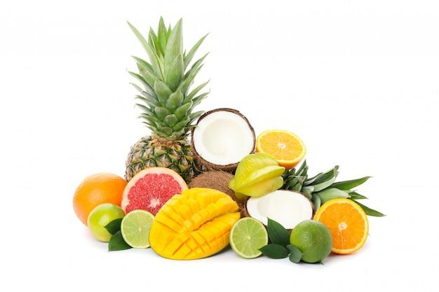 Куча экзотических фруктов на белом фоне