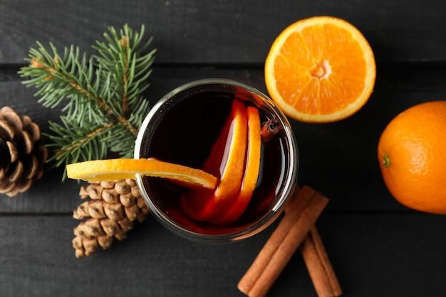 オレンジ、トップビューでグリュー美味しいガラス