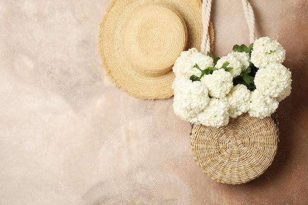アジサイの花のコンポジション。春の雰囲気。女性のコンセプト