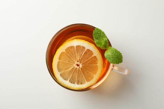 一杯のお茶、ミント、レモン、白、トップビュー
