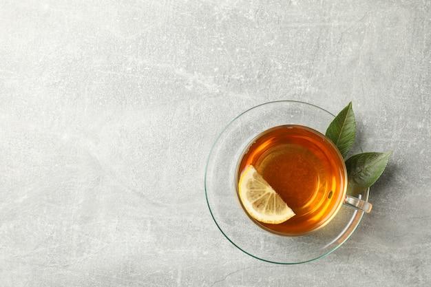 一杯のお茶、ミント、レモン、グレー、上面図