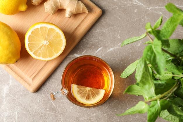 一杯のお茶、レモン、ジンジャー、ミント、グレー、上面図