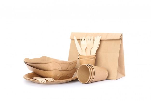 エコ-フレンドリーな食器、白で隔離される紙バッグ。使い捨て食器