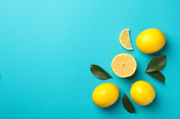 背景色が水色、テキスト用のスペースにおいしいレモン