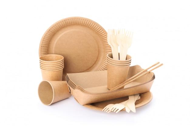 エコ-白で隔離されるフレンドリーな食器。使い捨て食器