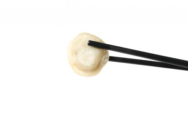 白で隔離される餃子と箸