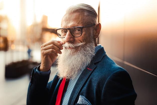 Старший битник мужской портрет