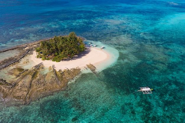 Тропический пляж на филиппинах, остров гайам