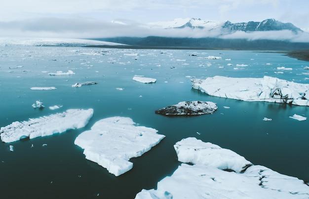 アイスランドのパノラマ、氷河ラグーンの空撮