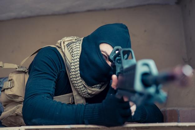Снайперский солдат в действии