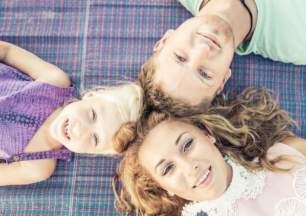 幸せな家族の肖像画