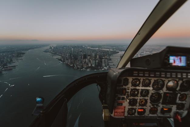 ヘリコプターからのニューヨークとマンハッタンの眺め