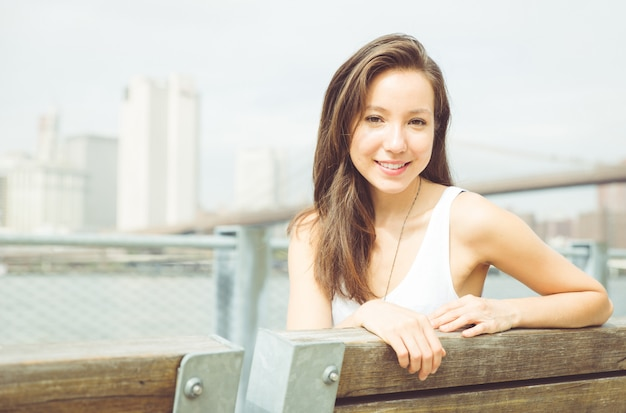 ニューヨーク市の美しいアメリカ人の少女の肖像画