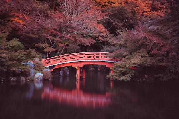 Традиционный японский мост в киото
