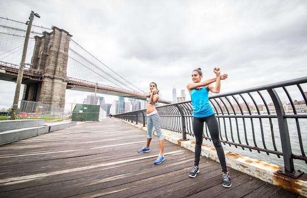 マンハッタンでトレーニングしている女性