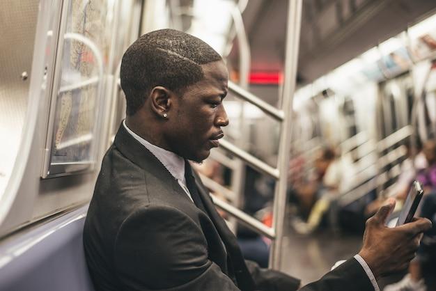 地下鉄のビジネスマン
