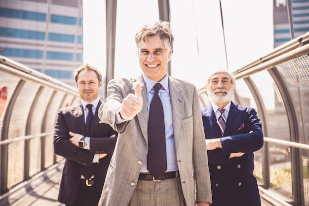 Зрелые бизнесмены