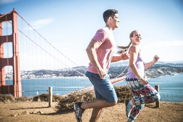 サンフランシスコで実行されているカップル