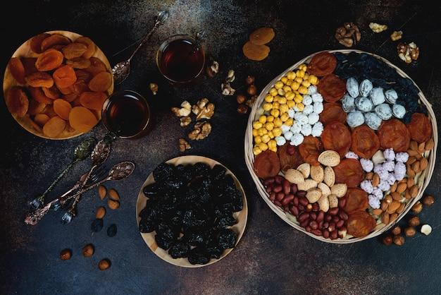 ドライフルーツ、ナッツ、お茶を使った伝統的なオリエンタルティー。