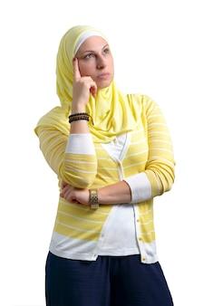 考えて美しいイスラム教徒の女性